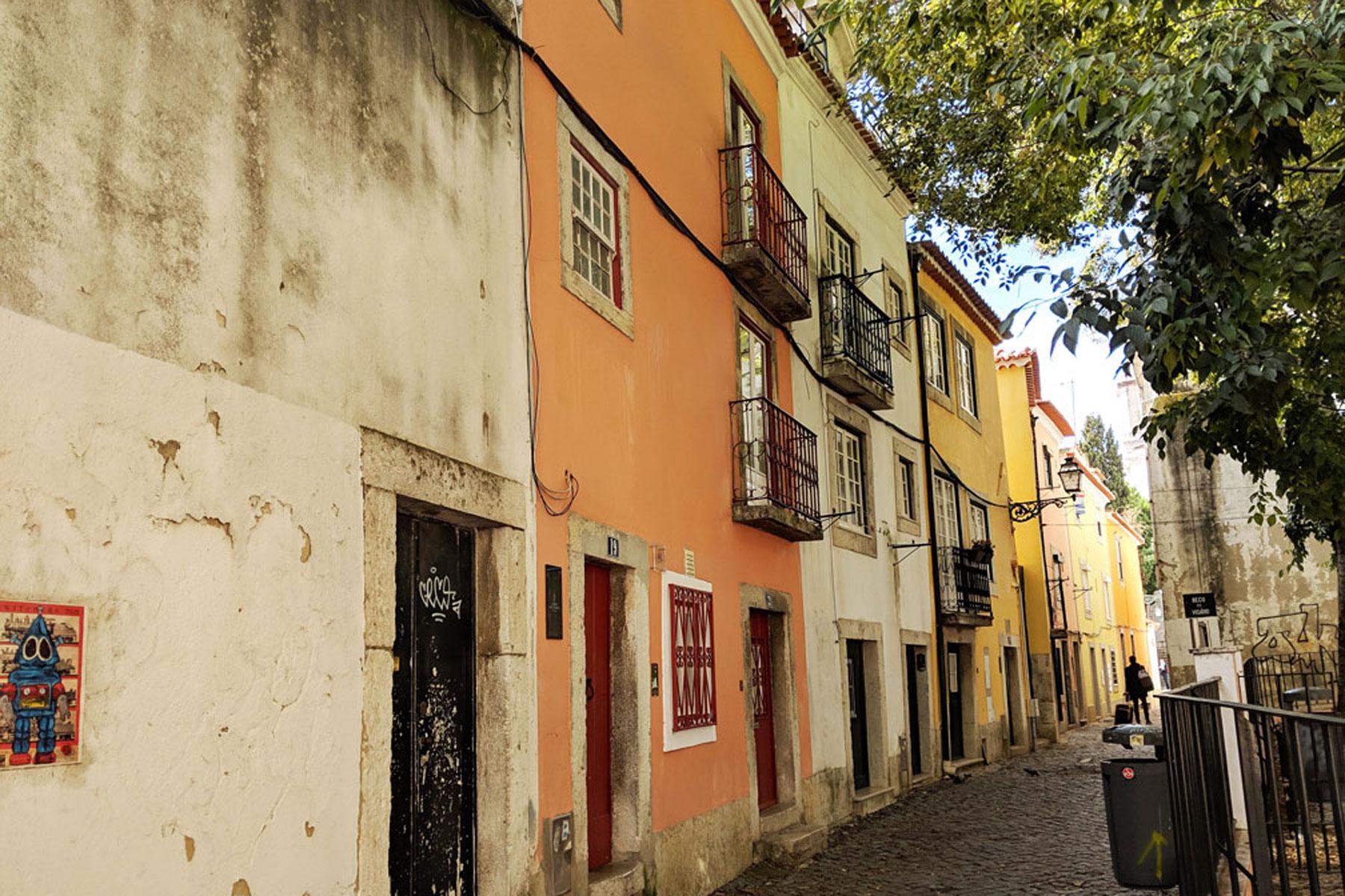 Alfama old city web