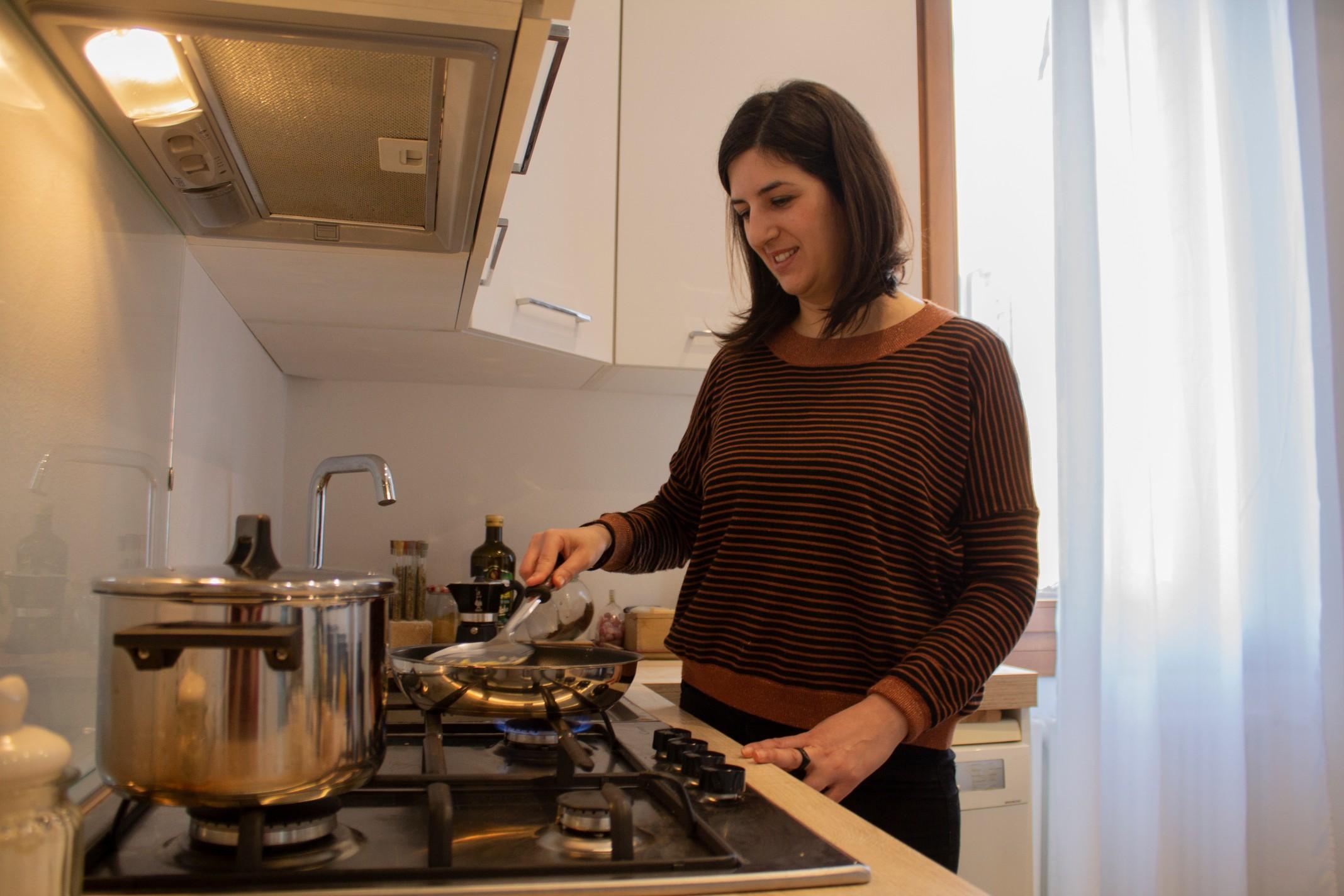 Laura cooking polenta